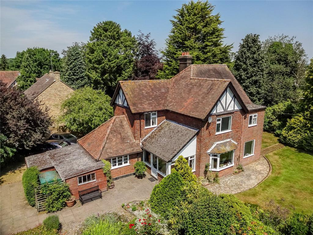 4 Bedrooms Detached House for sale in The Common, Winchmore Hill, Buckinghamshire, HP7