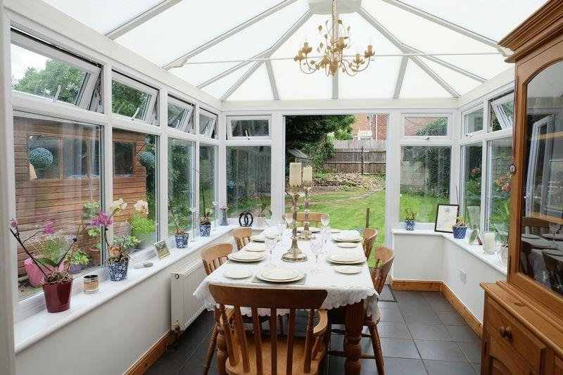 3 Bedrooms Semi Detached House for sale in Parsonage Lane, Sidcup