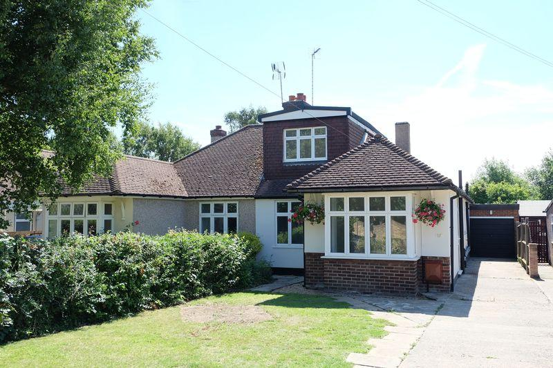 3 Bedrooms Semi Detached Bungalow for sale in Birchwood Road, Dartford