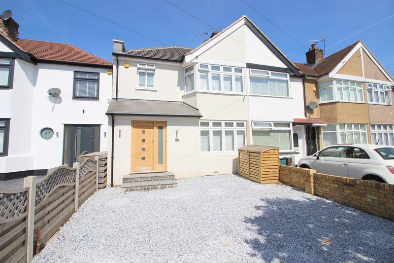3 Bedrooms End Of Terrace House for sale in Beverley Avenue, Sidcup, DA15 8HF