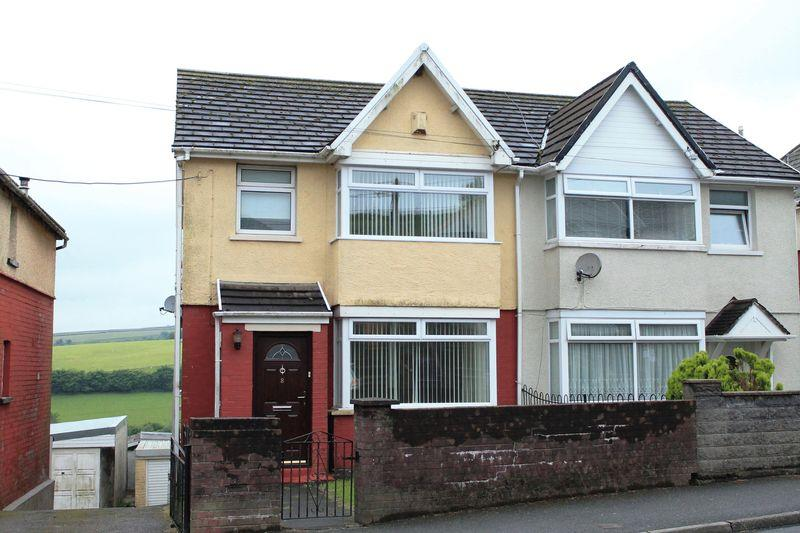 3 Bedrooms Semi Detached House for sale in Cambrian Avenue, Gilfach Goch CF39 8TB