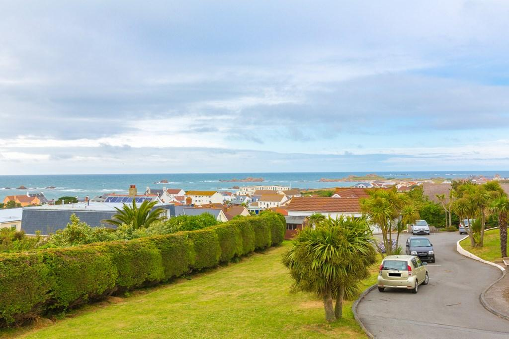 2 Bedrooms Flat for sale in La Ruette De La Tour, Castel, Guernsey
