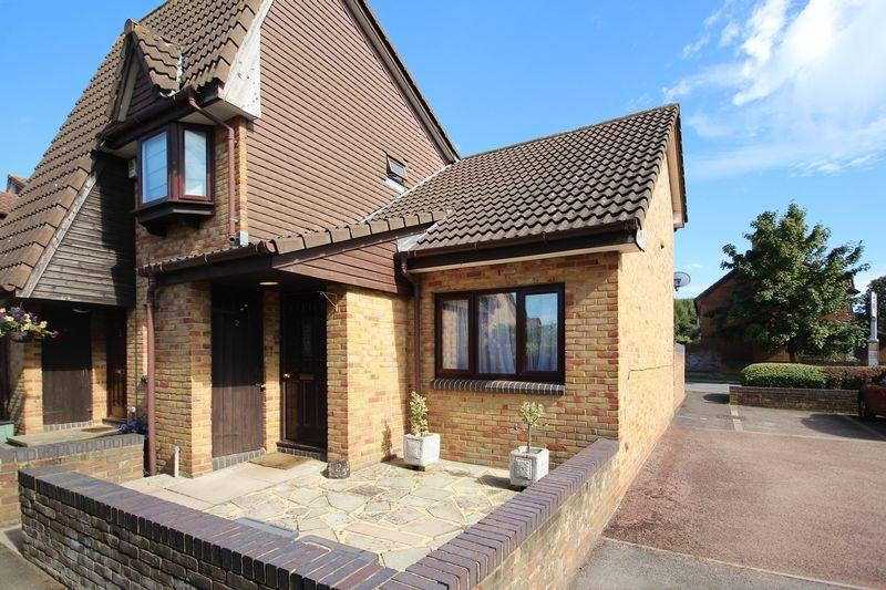 2 Bedrooms Semi Detached House for sale in Basil Gardens, Shirley Oaks Village