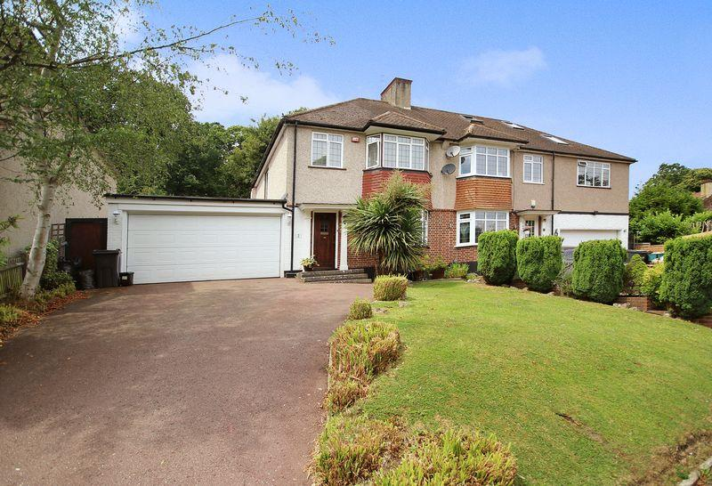 3 Bedrooms Semi Detached House for sale in Pinewood Close, Shirley