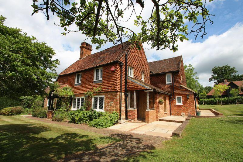 4 Bedrooms Detached House for sale in Wanborough Lane, Cranleigh