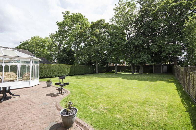 4 Bedrooms Detached House for sale in Chollerford Close, Kingsmere, Gosforth