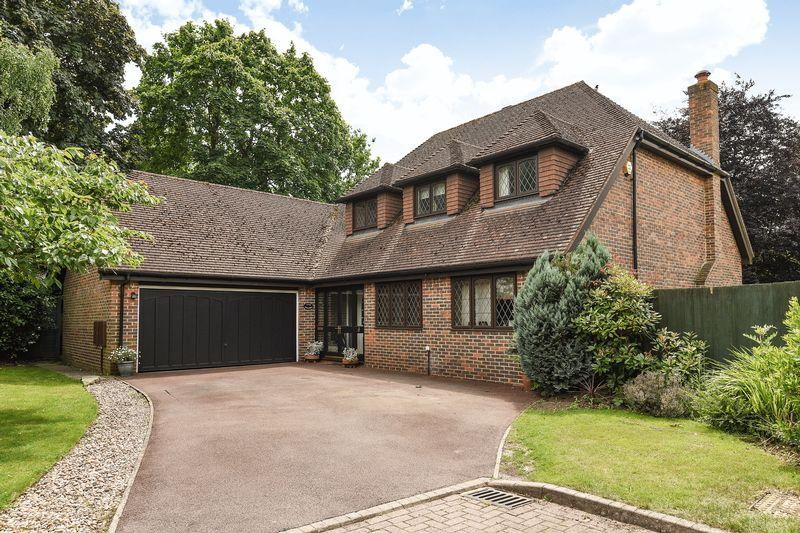 4 Bedrooms Detached House for sale in Farthing Green Lane, Stoke Poges