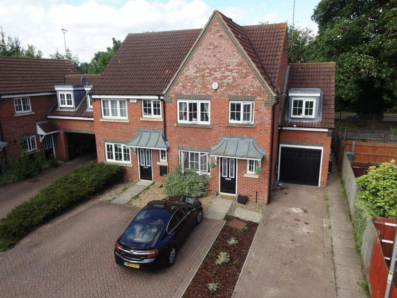 3 Bedrooms End Of Terrace House for sale in Moore Crescent, Houghton Regis