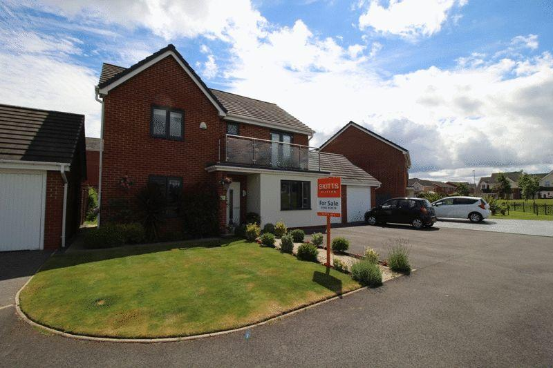 4 Bedrooms Detached House for sale in Crantock Gardens, Bilston