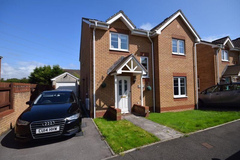 4 Bedrooms Detached House for sale in Cae Gwyllt, Bridgend