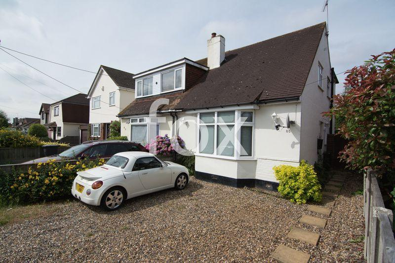 3 Bedrooms Semi Detached House for sale in Golden Cross Road, Ashingdon