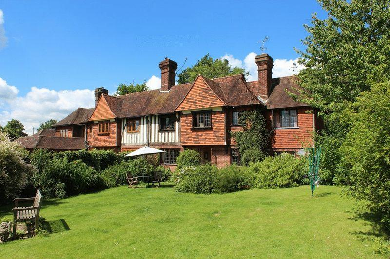 3 Bedrooms Semi Detached House for sale in Brenchley