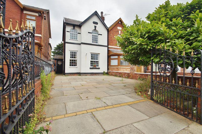 2 Bedrooms Semi Detached House for sale in Poulton Road, Southport