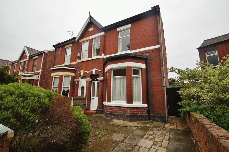 2 Bedrooms Semi Detached House for sale in Olive Grove, Southport
