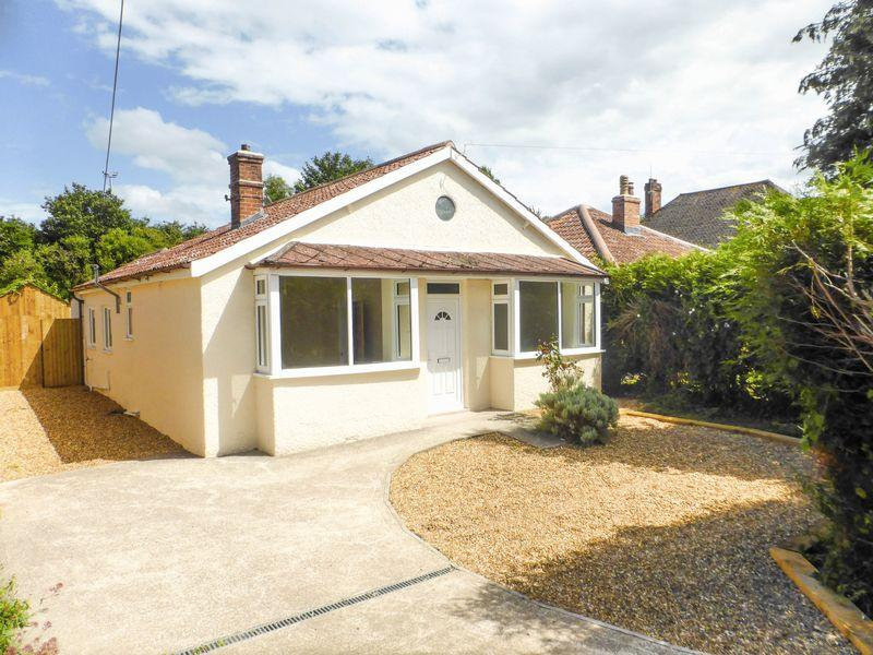 3 Bedrooms Detached Bungalow for sale in Whitstone Road, Shepton Mallet