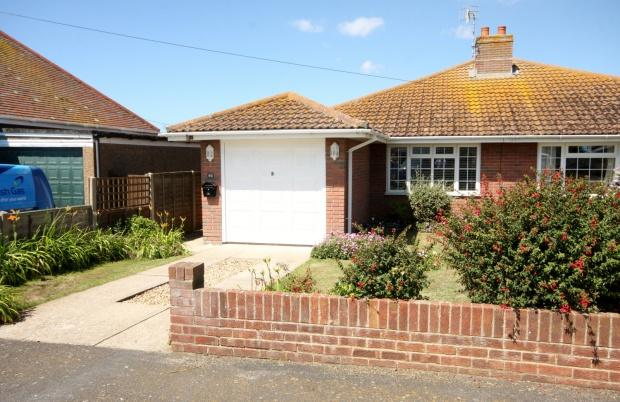 2 Bedrooms Bungalow for sale in Victoria Avenue, Peacehaven, BN10