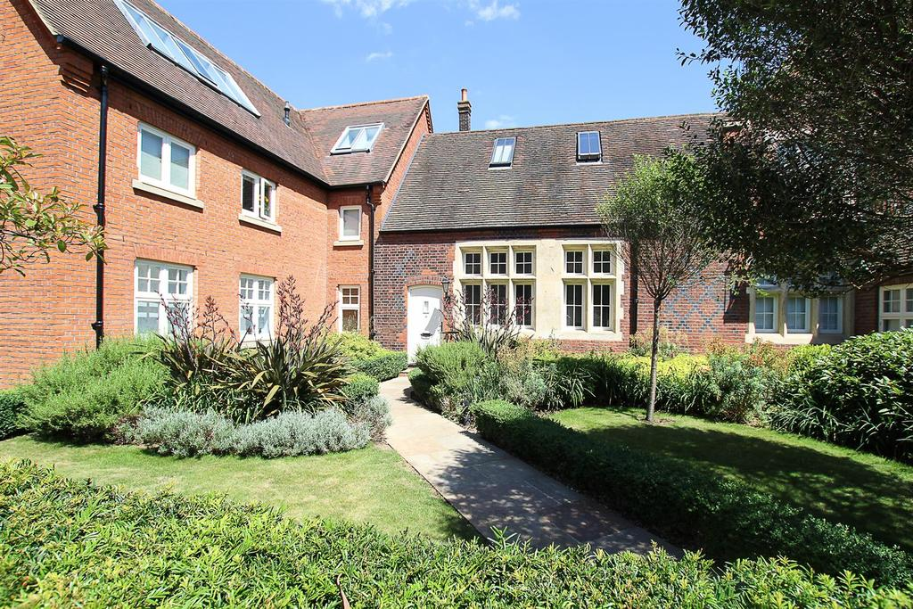 2 Bedrooms Apartment Flat for sale in The Galleries, Warley, Brentwood