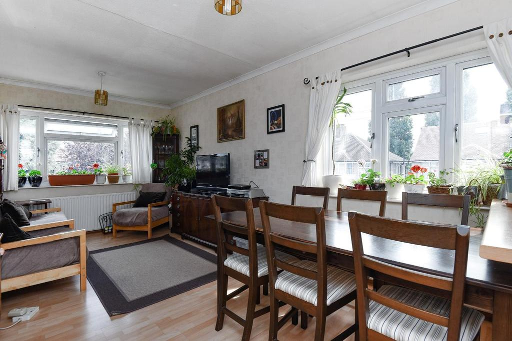 4 Bedrooms Maisonette Flat for sale in Datchet Road, Catford, SE6