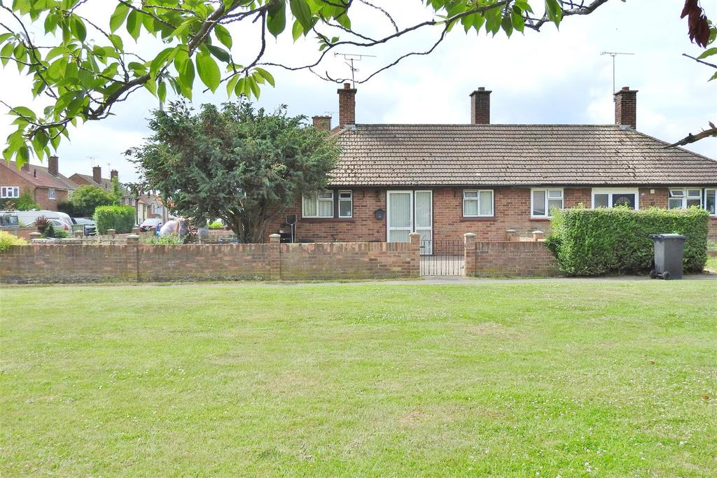 2 Bedrooms Semi Detached Bungalow for sale in Lawlinge Road, Latchingdon