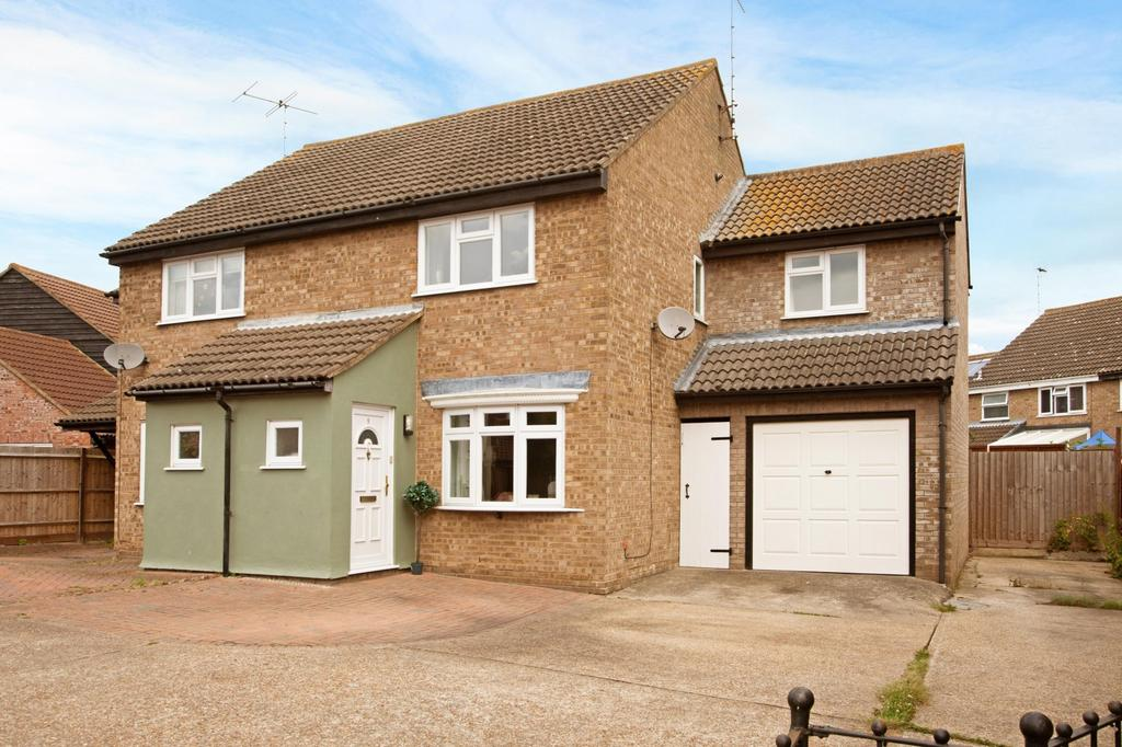 3 Bedrooms Semi Detached House for sale in Southey Close, Heybridge, Maldon, Essex, CM9