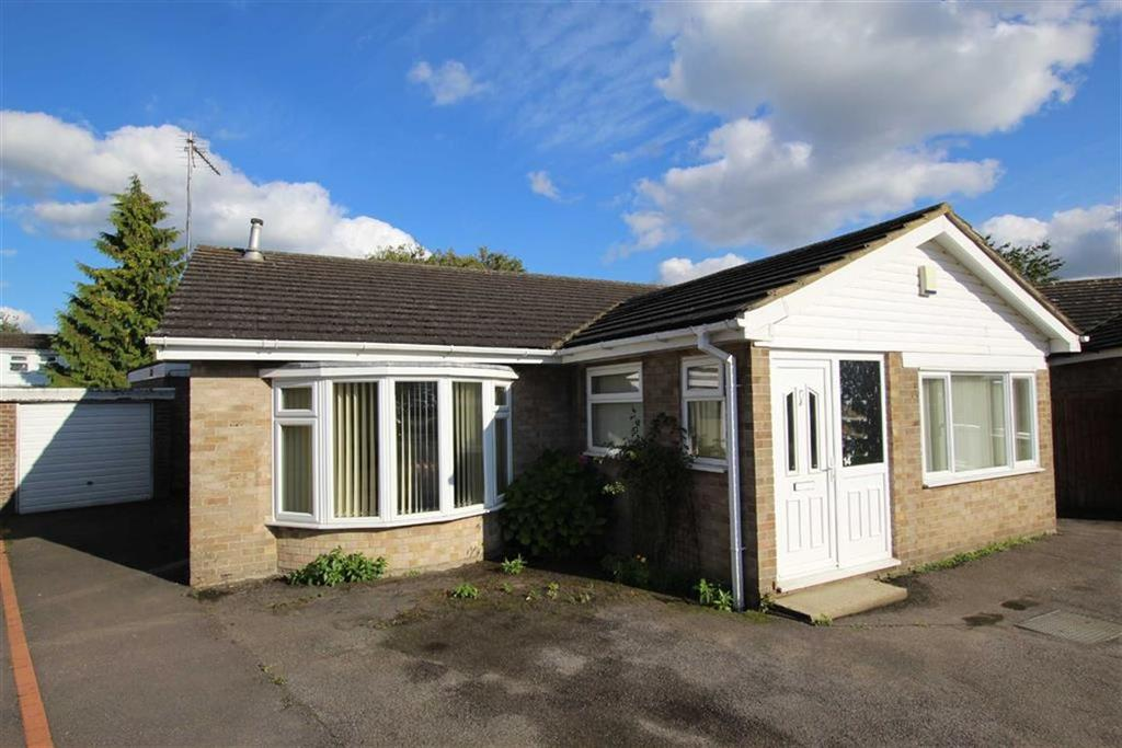 3 Bedrooms Bungalow for sale in 14, Ellesmere Close, Brackley