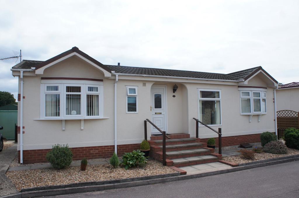 2 Bedrooms Bungalow for sale in Villa Park, Cranfield, Bedfordshire