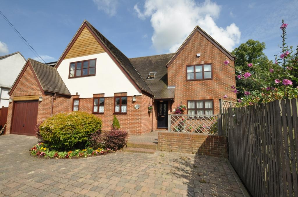 4 Bedrooms Detached House for sale in Castle Street, Ongar, CM5