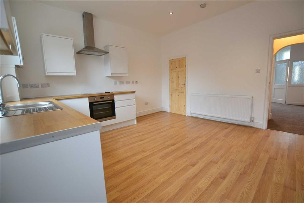 3 Bedrooms Terraced House for sale in Burnley Road, Briercliffe, Lancashire