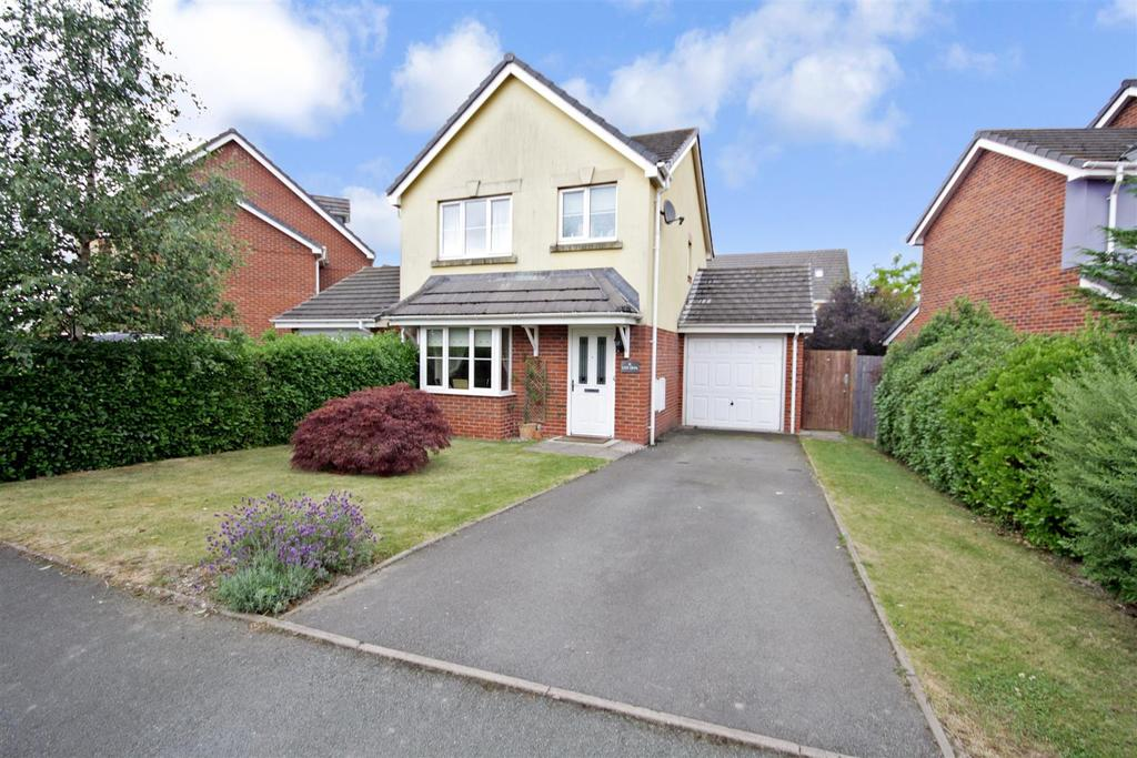 3 Bedrooms Detached House for sale in Parc Hafod, Four Crosses, Llanymynech