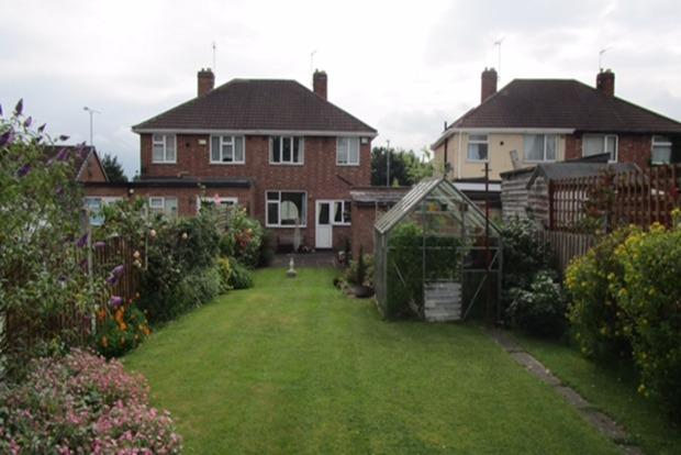 3 Bedrooms Semi Detached House for sale in Kingsway North, Leicester, LE3