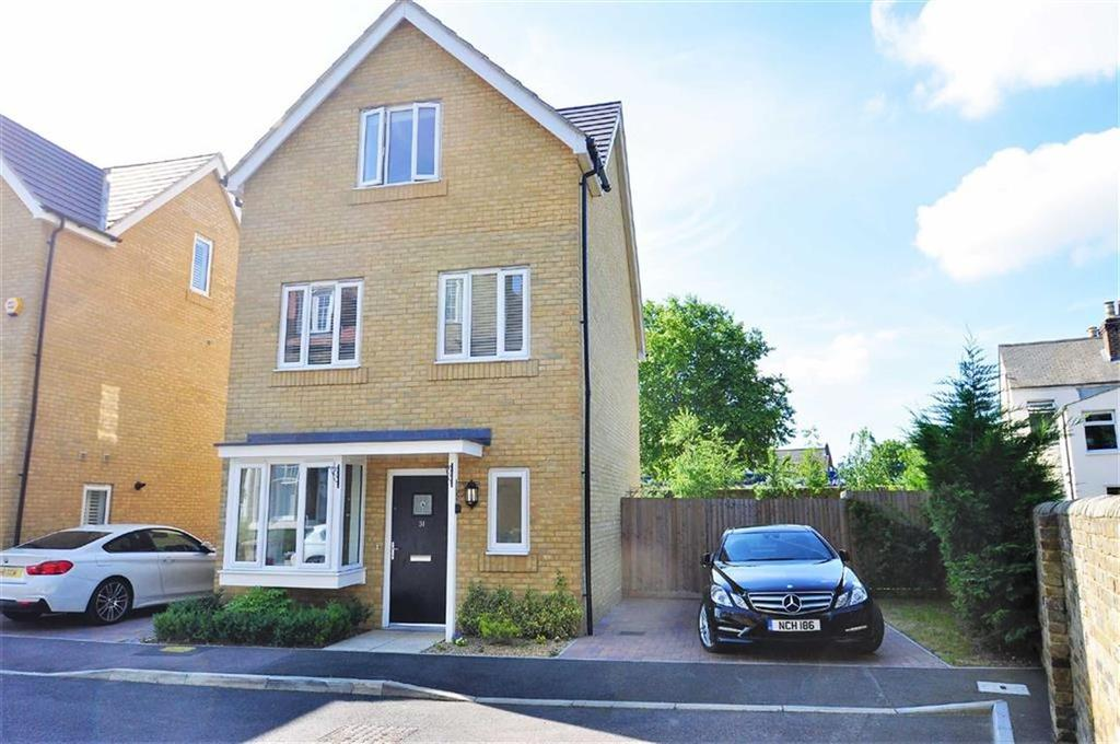 3 Bedrooms Detached House for sale in Martin Drive, Stone, Dartford