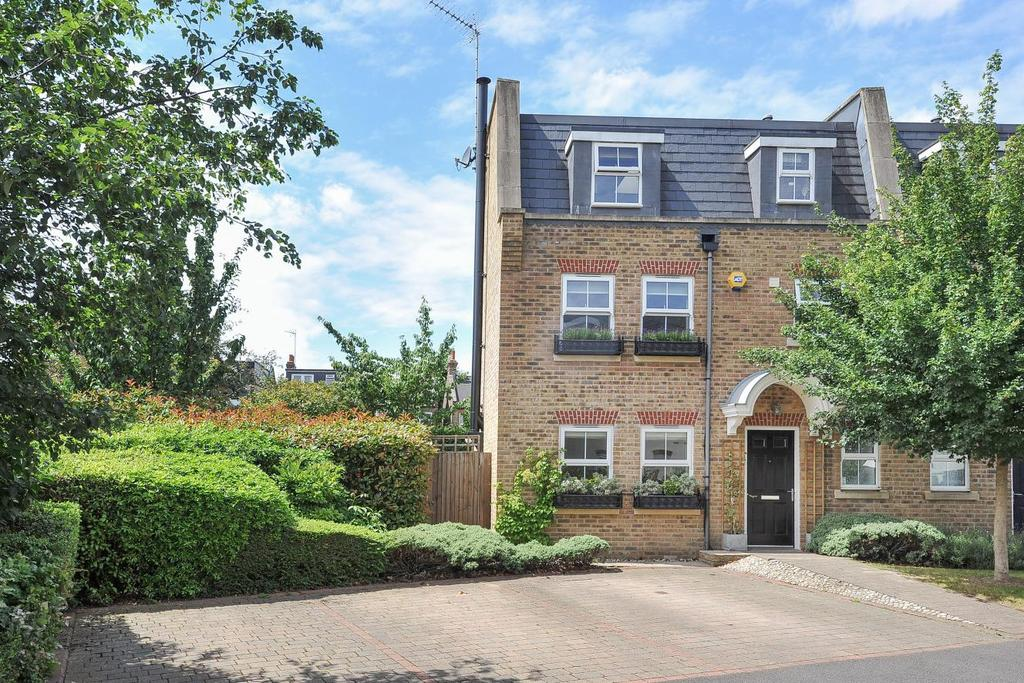 3 Bedrooms Semi Detached House for sale in Broomcroft Court, 226 Acton Lane, Chiswick, W4