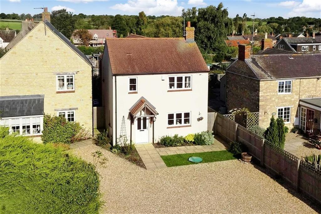 3 Bedrooms Detached House for sale in 31B, The Pound, Syresham