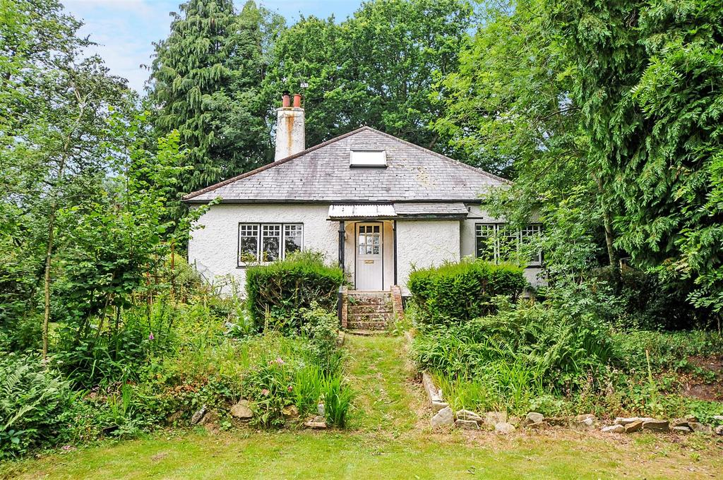 4 Bedrooms Detached House for sale in Church Road, Steep, Petersfield