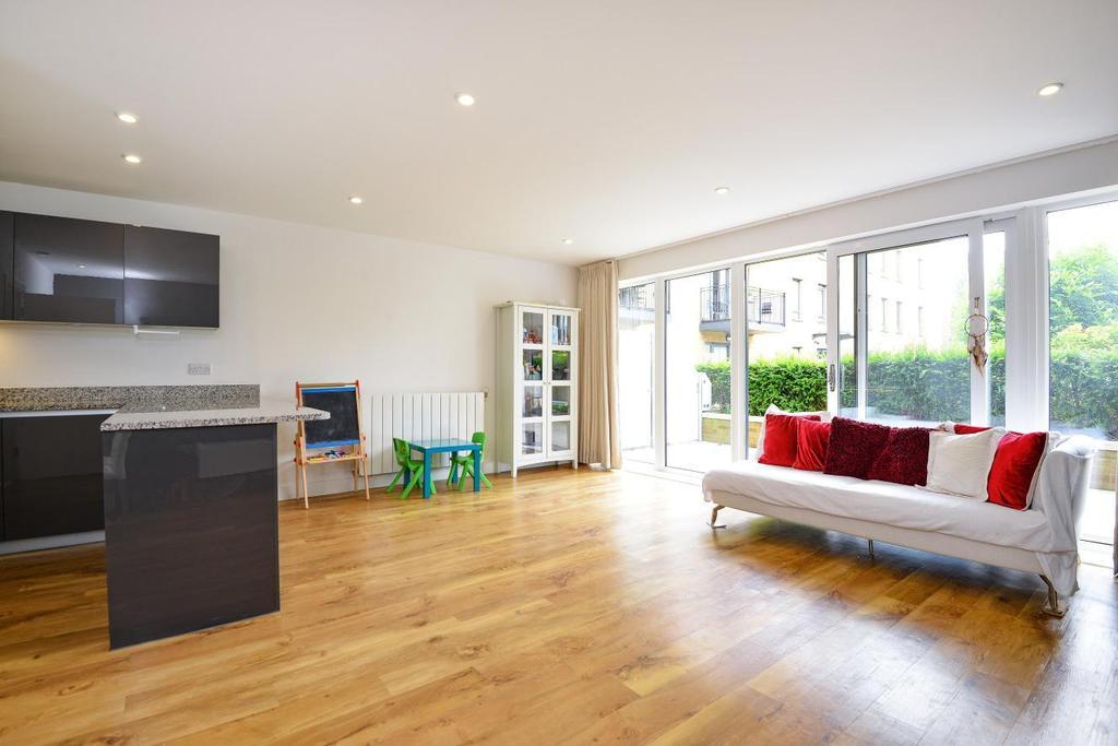 3 Bedrooms Maisonette Flat for sale in Meadowside, Kidbrooke