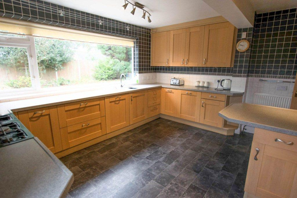 4 Bedrooms Detached House for sale in Fern Avenue, Oulton Broad