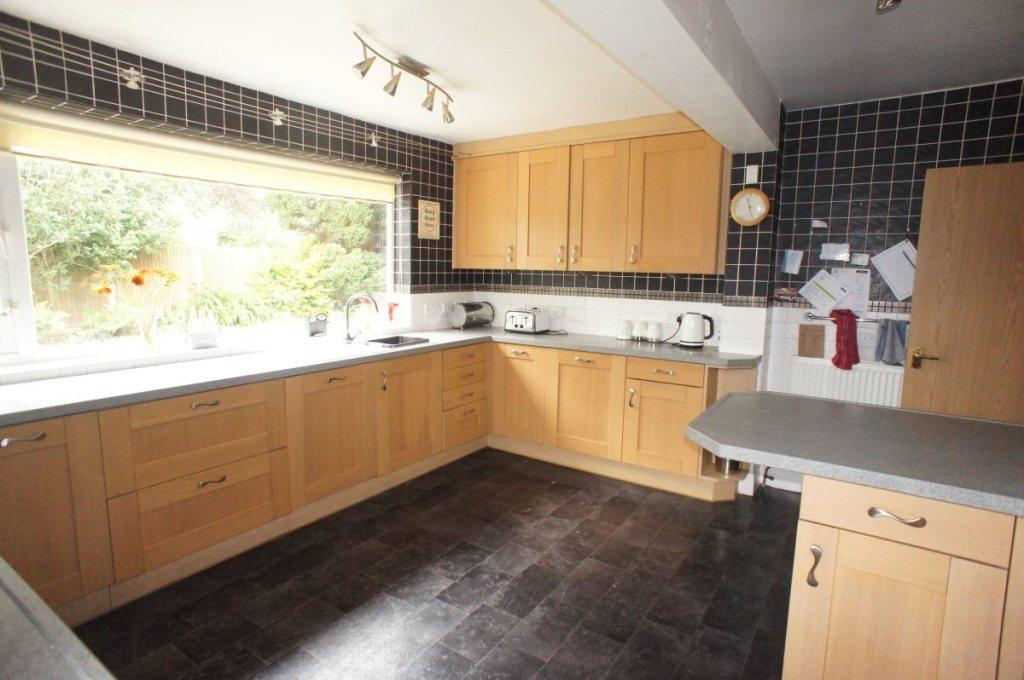 5 Bedrooms Detached House for sale in Fern Avenue, Oulton Broad