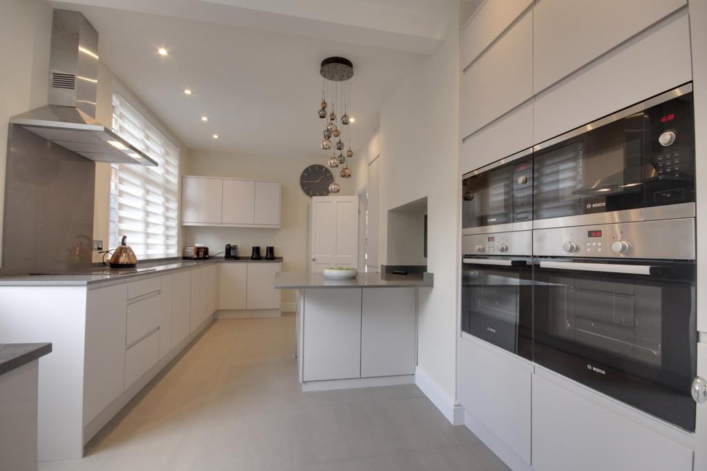4 Bedrooms House for sale in Uplands Park Road, Enfield
