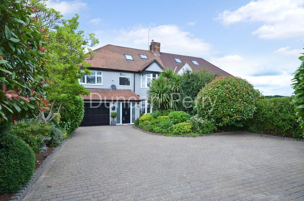 4 Bedrooms Semi Detached House for sale in Swanley Bar Lane, Little Heath EN6