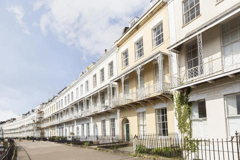 2 bedroom flat to rent - Royal York Crescent, Clifton