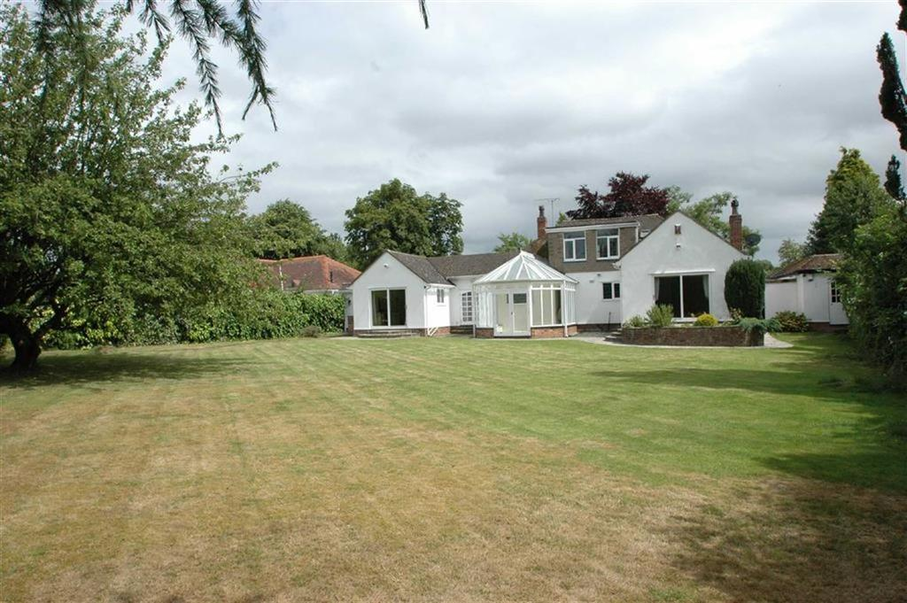 4 Bedrooms Detached Bungalow for sale in Heath Road, Upton, Chester
