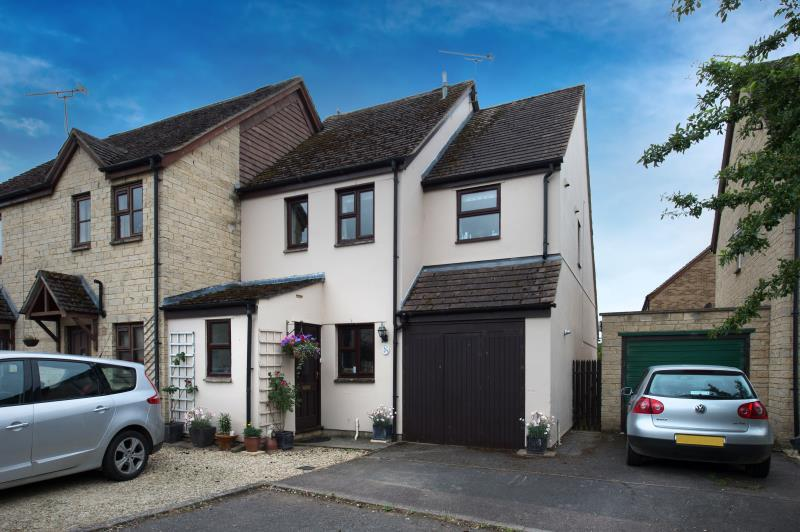 3 Bedrooms Semi Detached House for sale in Manor Road, Witney, Oxfordshire