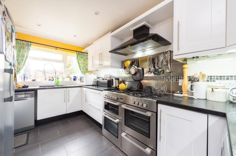 4 Bedrooms Semi Detached House for sale in Hunter Close, Cowley, Oxford