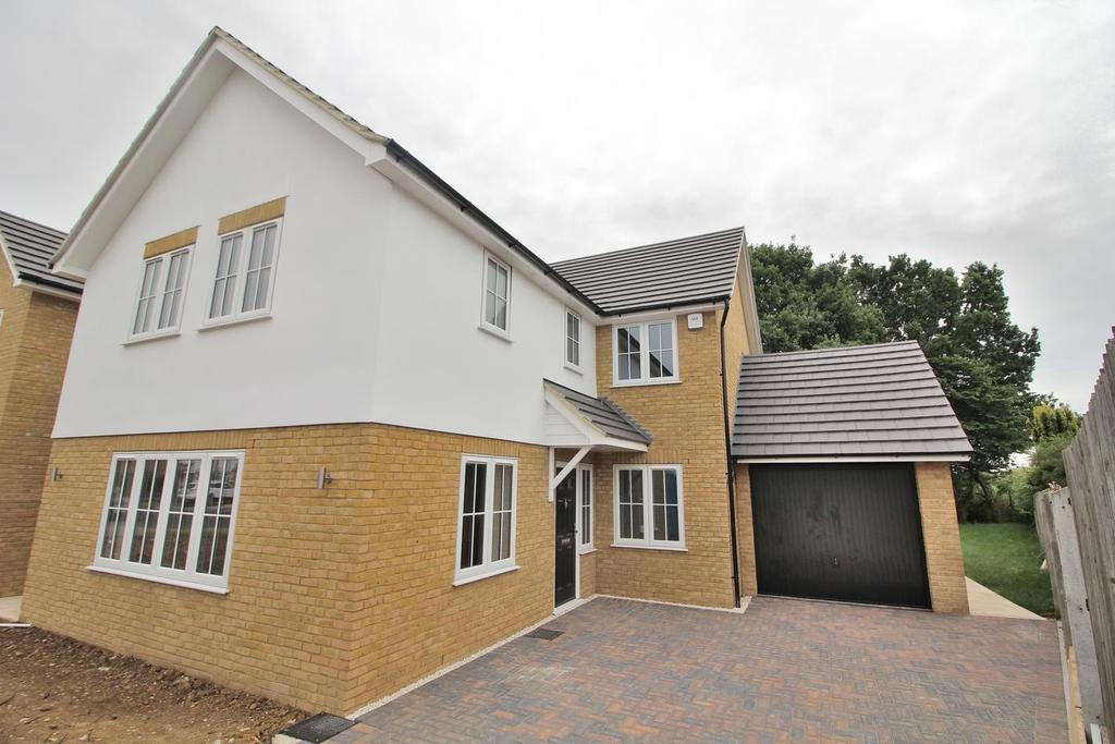 4 Bedrooms Detached House for sale in Goshawk Drive, Chelmsford, Essex, CM2