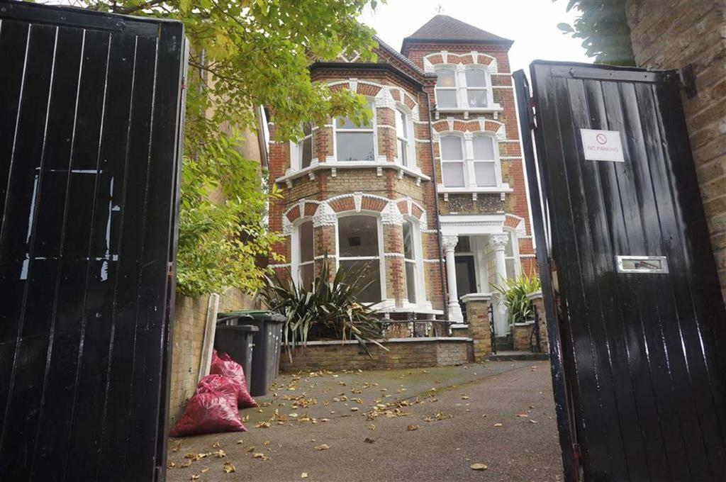 3 Bedrooms Flat for rent in Crescent Way, London, London