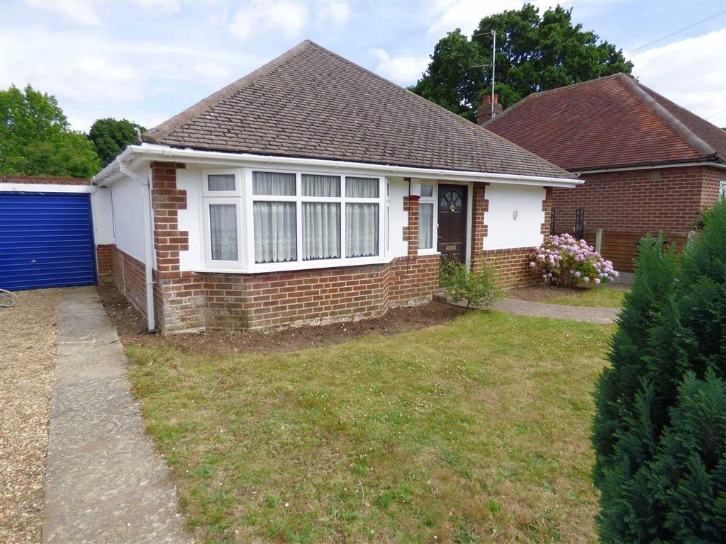 3 Bedrooms Bungalow for sale in Headswell Avenue, Redhill, Bournemouth, Dorset