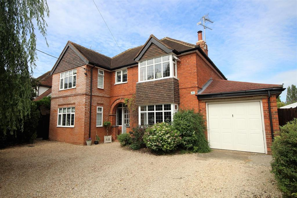 5 Bedrooms Detached House for sale in Park View Drive North, Charvil, Reading