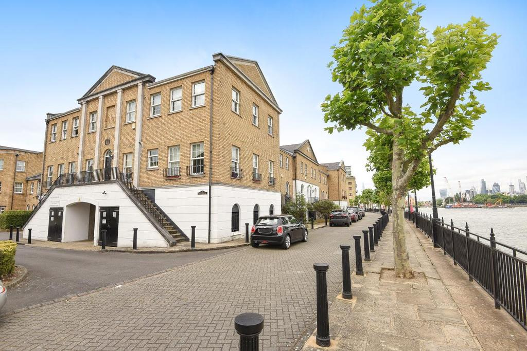 2 Bedrooms Flat for sale in Helena Square, Surrey Quays, SE16