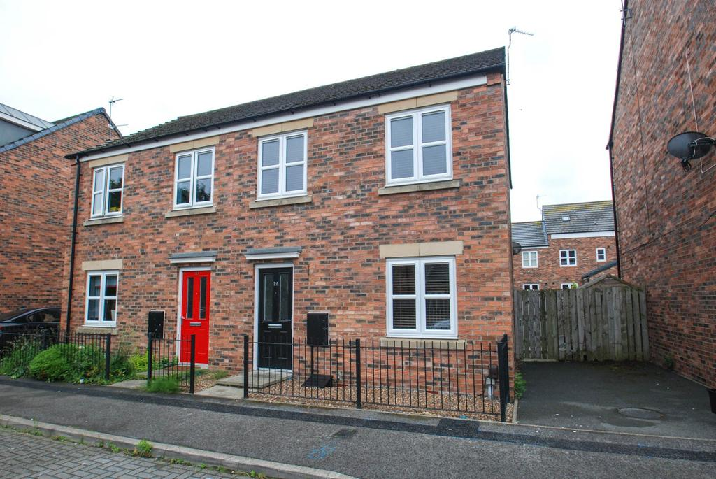 3 Bedrooms Semi Detached House for sale in Claypit Close, South Shields