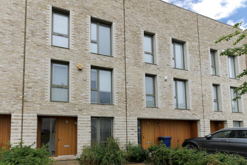 4 Bedrooms Terraced House for sale in Camborne Road, Edgware, HA8